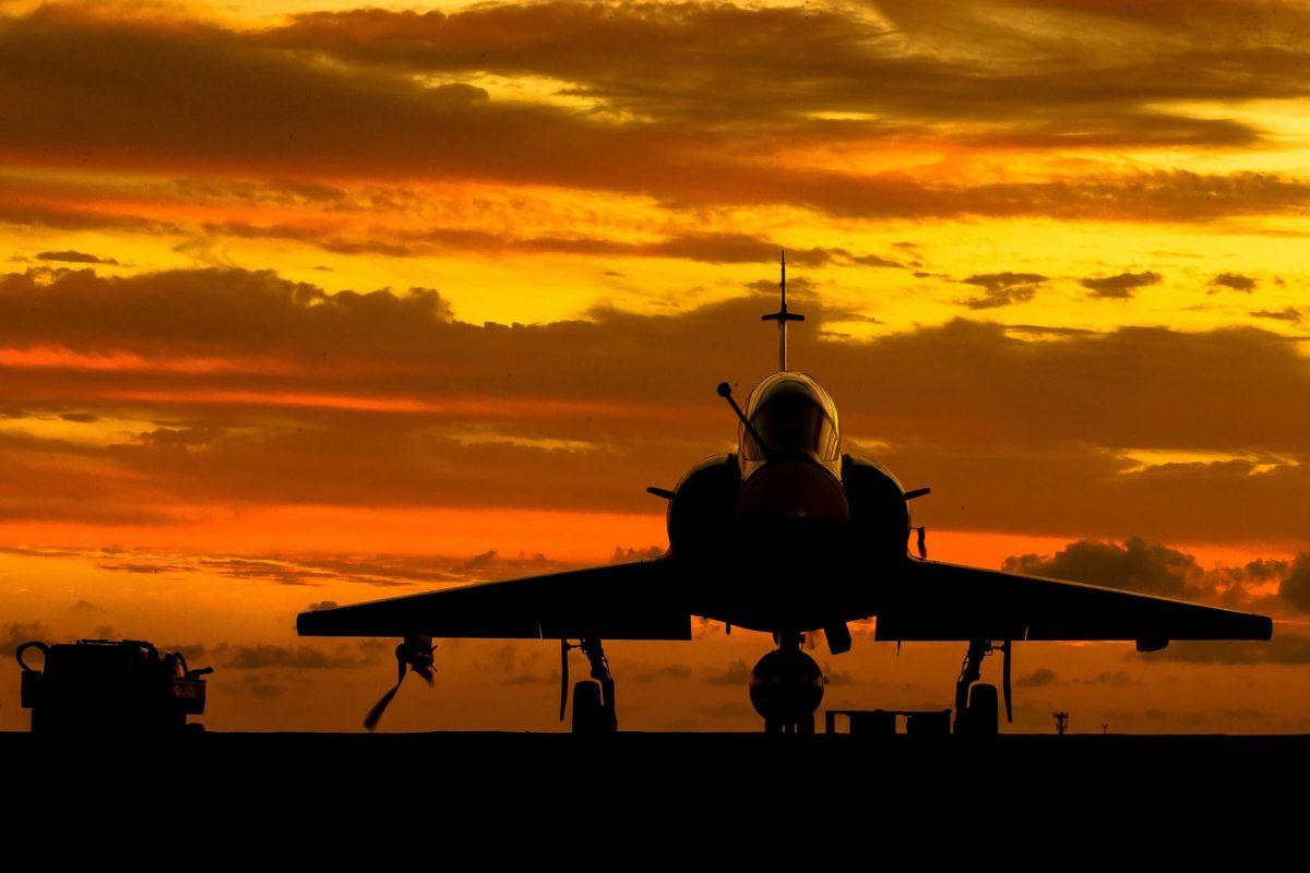 atterrisage décollage avion de combat coucher de soleil !