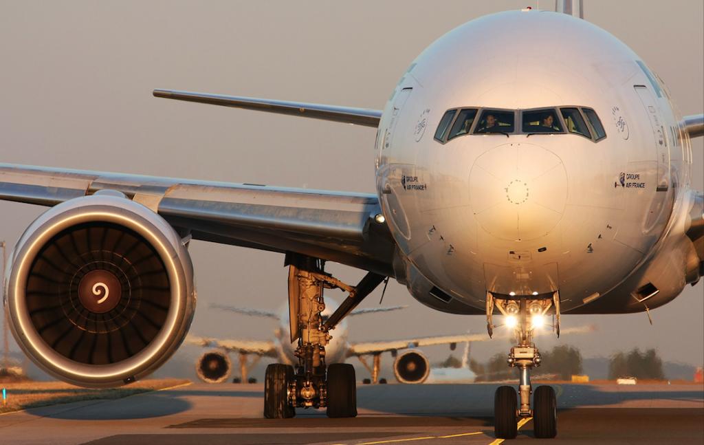Vue de face du Boeing 777 sur une piste !