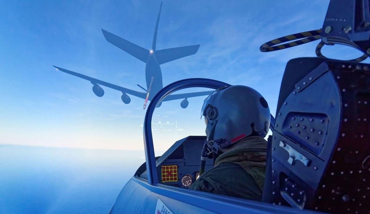 Poursuite dans un avion de chasse !