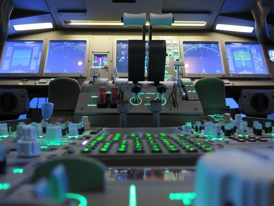 Cockpit Avion de ligne B 777