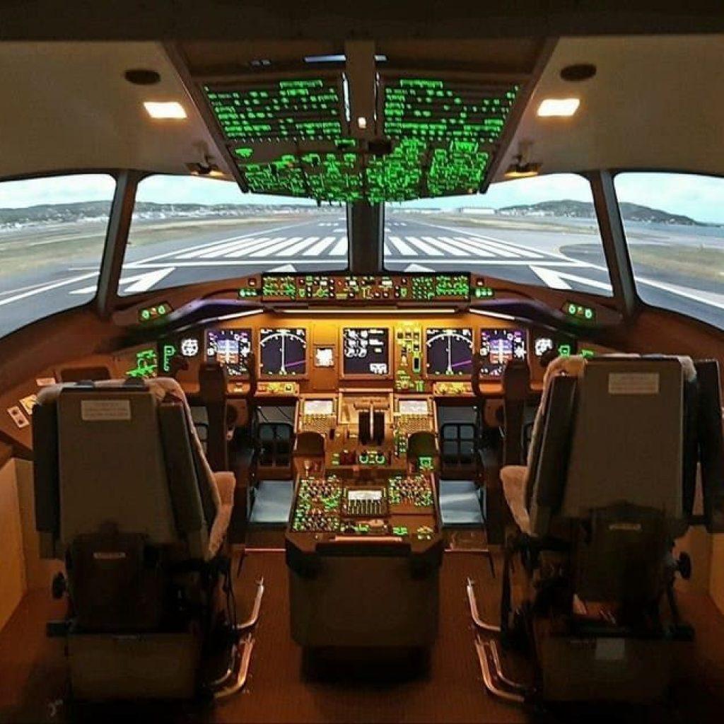 Cockpit B 777 avion de ligne
