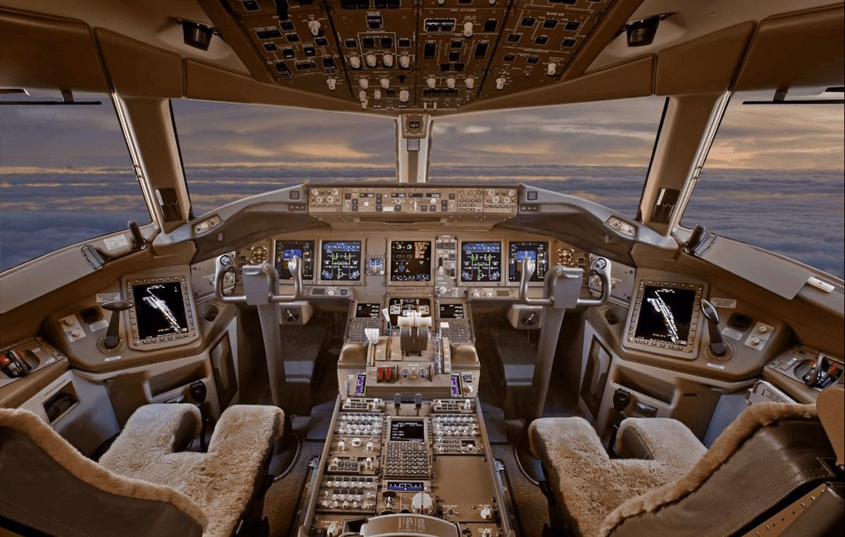Magnifique vue sur le cockpit du B 777 de Skyway Simulation !