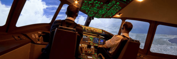 B 777 pilote et Co-pilote dans le cockpit !