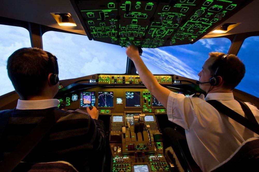 Cockpit 777