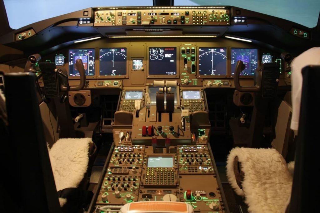 Cockpit BOEING 777
