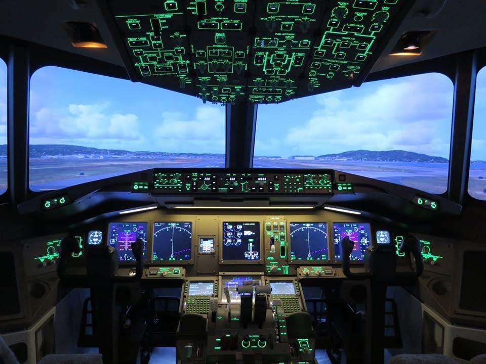 Cockpit en marche d'un avion de ligne B777